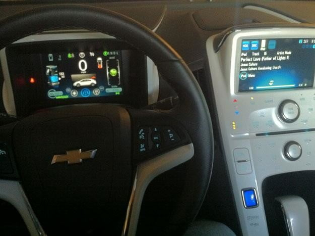 2012 chevy volt wheel and console