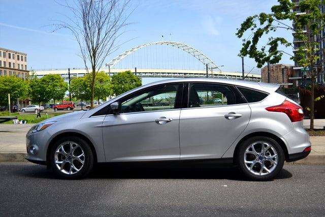 2012 ford focus sel review side park