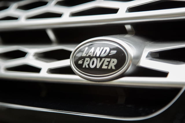 2014 Land Rover Range Rover Sport front badge