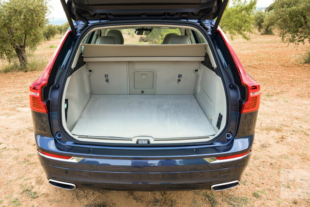 Full back of car view of the 2018 Volvo XC60's hatchback trunk.