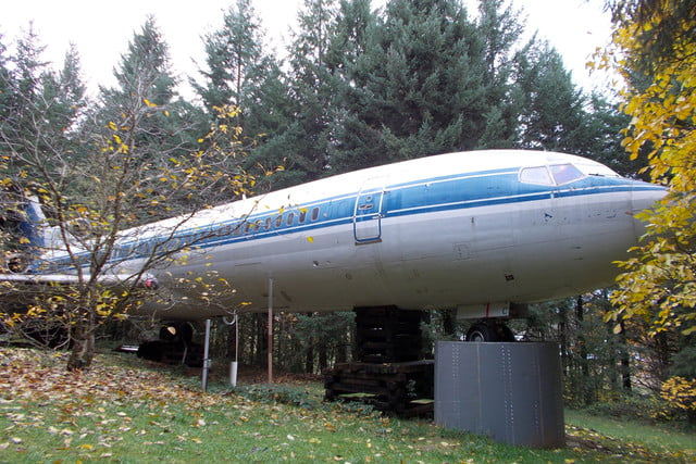 bruce campbell lives inside a boeing 727 airplane airplanehome 008