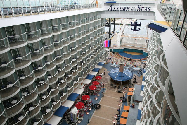 worlds largest cruise ships allure of the seas 003