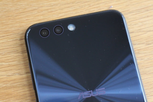 Asus Zenfone 4 Review back top table