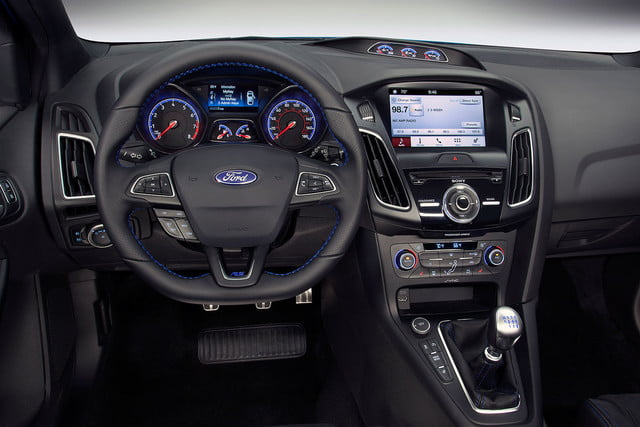 ford focus rs pricing performance specs news 16fordfocusrs 05 hr