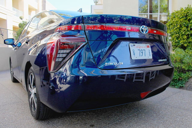 2015 car of the year awards 2016 toyota mirai back section 2
