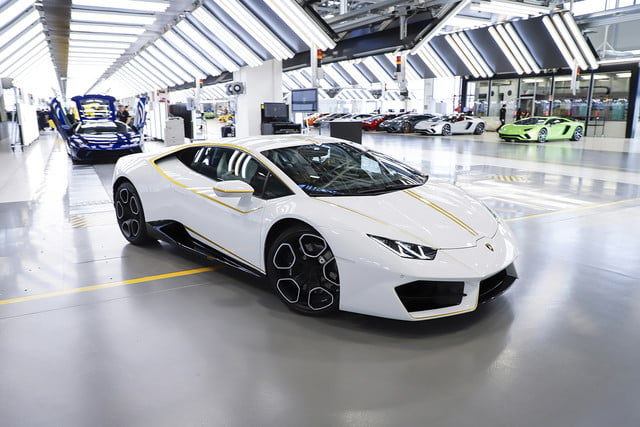 lamborghini gifts huracn lp580 2 to pope francis for charity 2017  digitaltrends gets a huracan 7