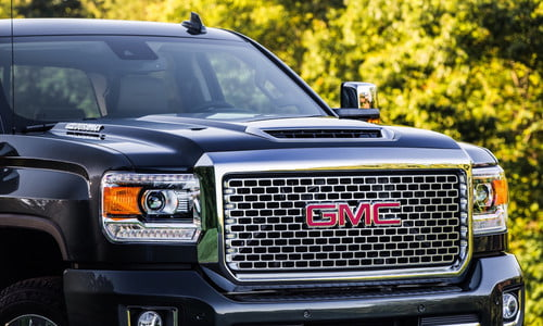 GM Fires Back at Ford with Upgraded Duramax Diesel V8