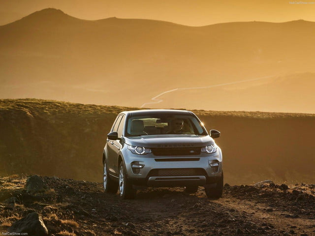 Land_Rover-Discovery_Sport_front