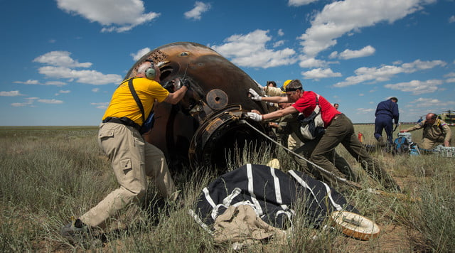 iss astronaut trio return to earth soyuz landing 5