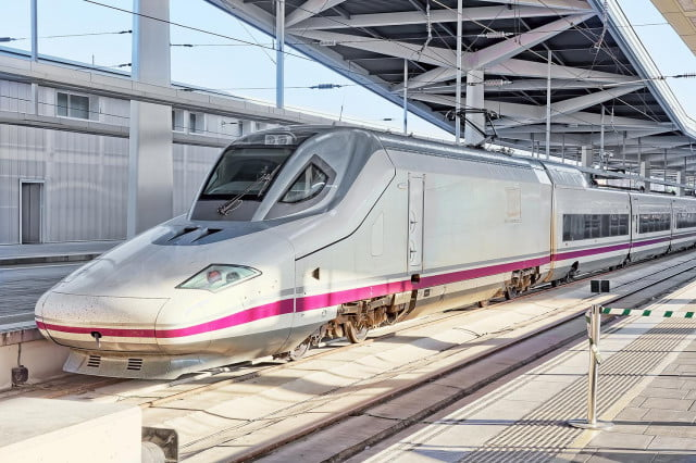 Traveling Beyond 200 MPH on World's Fastest Trains | Digital