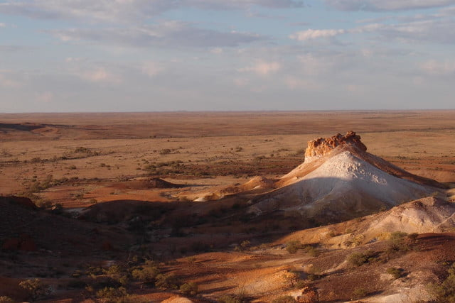 coober pedys residents live in underground dugouts the breakaways reserve 002