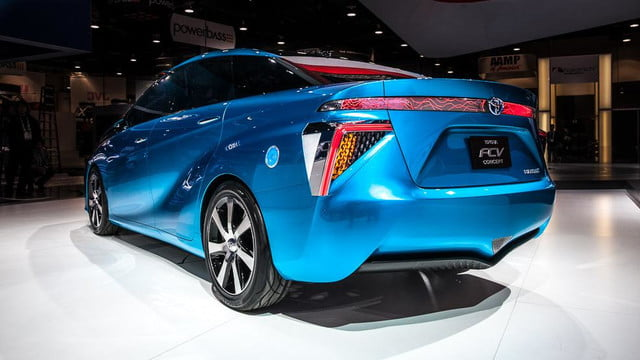 wait toyota releasing first hydrogen powered production vehicle december fuel cell 8