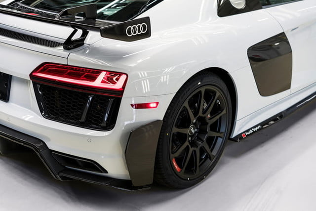 audi r8 v10 plus coupe competition 2018 package 4822 700x467 c