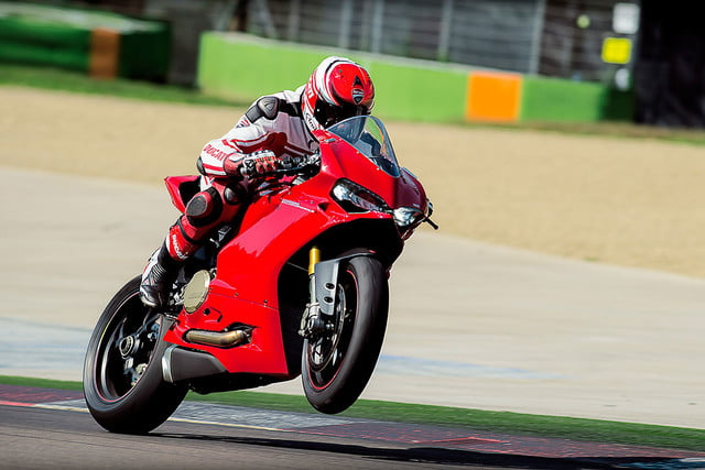worlds fastest motorcycles ducati 1299 panigale s 0006