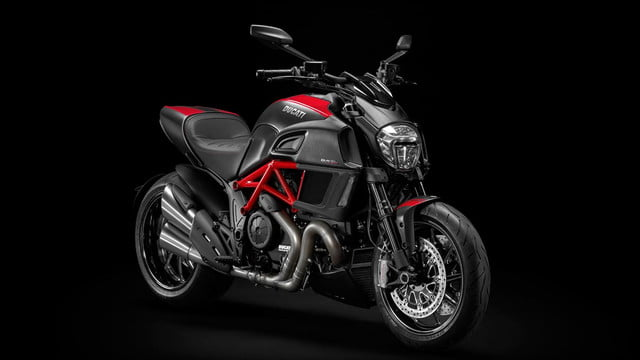Ducati-Diavel-Carbon-red-front-right