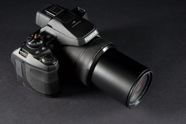 Fujifilm FinePix S1 top angle zoom