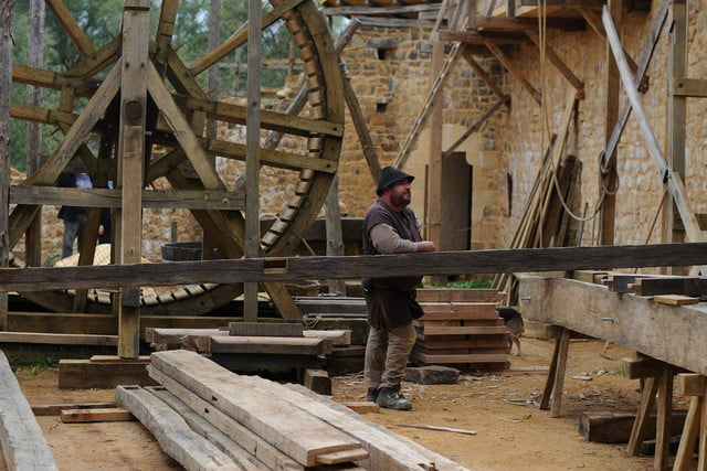 the guedelon castle is being built with 13th century techniques gu  delon 0092