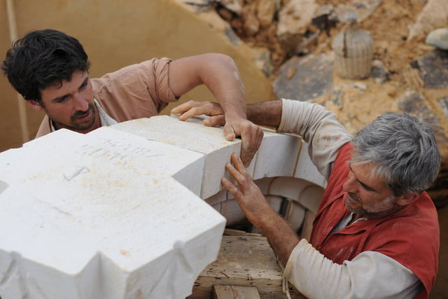 the guedelon castle is being built with 13th century techniques gu  delon 0098
