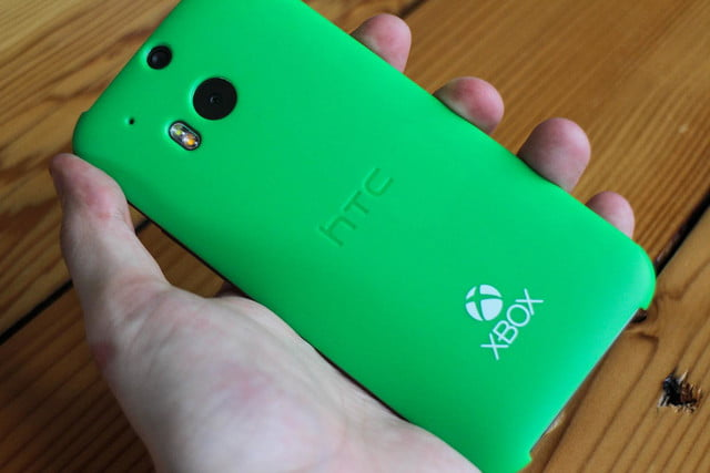 HTC One M8 w/ Windows hands on rear cover angled 2