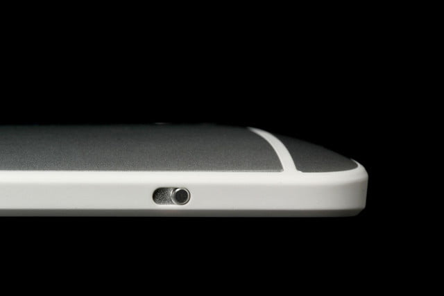HTC-One-Max-top-side