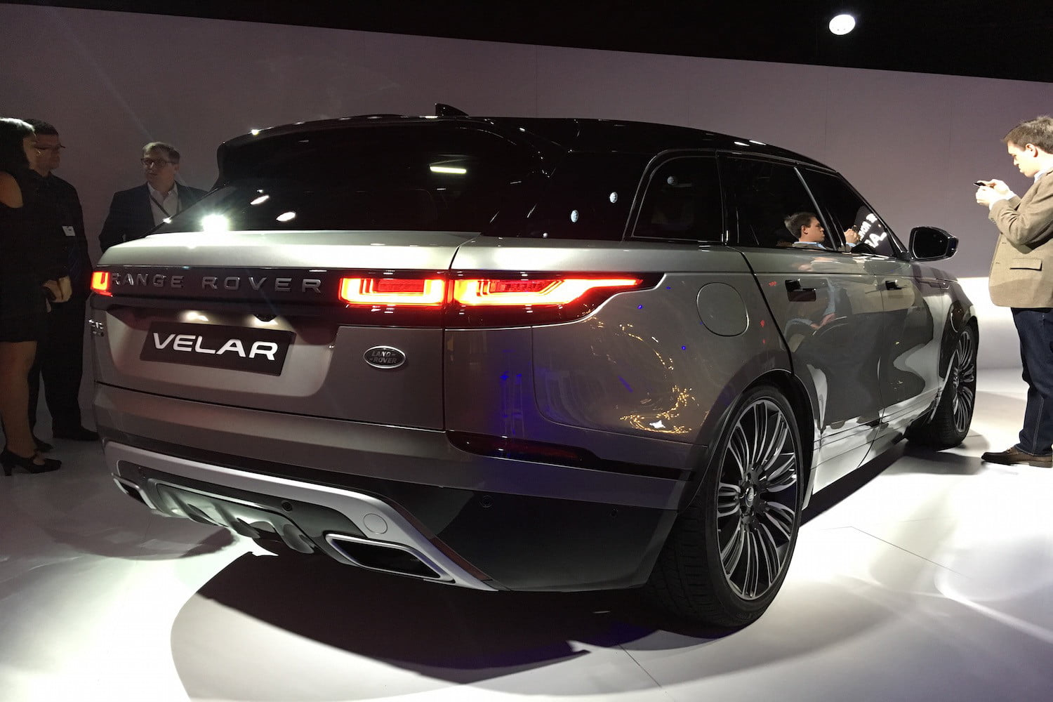 the all new range rover velar dials up land rover s design and interior technology. Black Bedroom Furniture Sets. Home Design Ideas