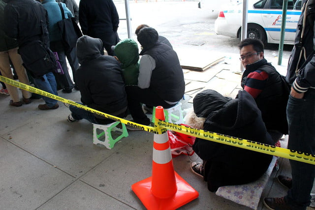 apple iphone 6 launch day news line 7