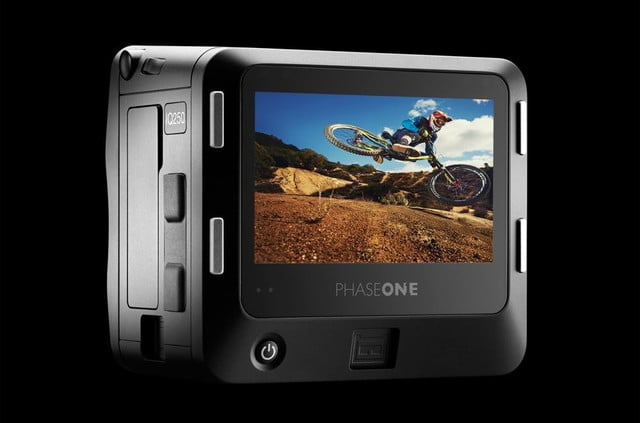 phase one iq250 is worlds first cmos based medium format digital back glass black