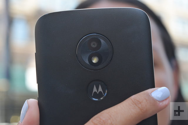 moto e5 play back top in hand