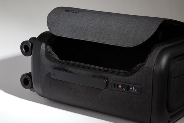 incase proconnected 4 wheel hubless roller smart luggage blends high design with large capacity battery studio0259  1