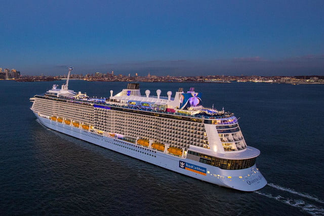 worlds largest cruise ships quantum of the seas 002
