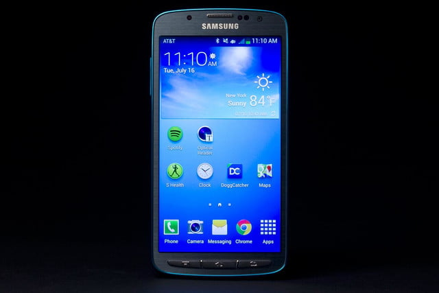 Samsung Galaxy S4 Active review front screen on