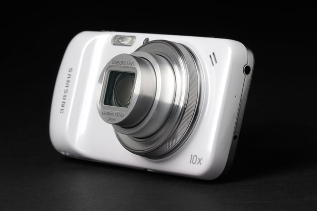 Samsung-Galaxy-S4-Zoom-camera-on-1