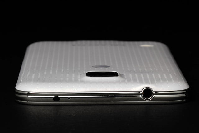 Samsung Galaxy S5 review top port