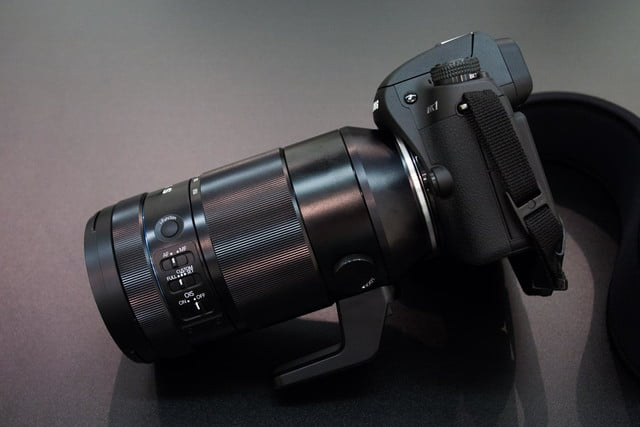 samsungs nx1 4k shooting beast puts mirrorless competition shame samsung with 50 150 side