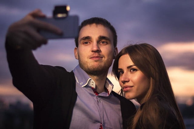 smartphone flash too harsh the iblazr 2 lets you adjust color temperature selfie with