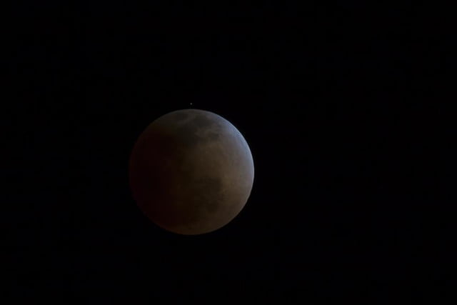 grab camera head outside now blood moon makes second appearance smp 20140414 eclipse progress 5
